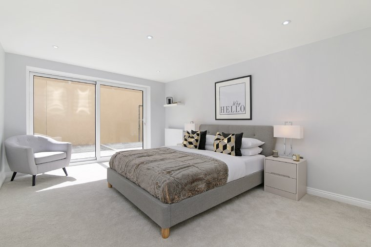 2 Bedroom Apartment for sale in Surrounding London ...